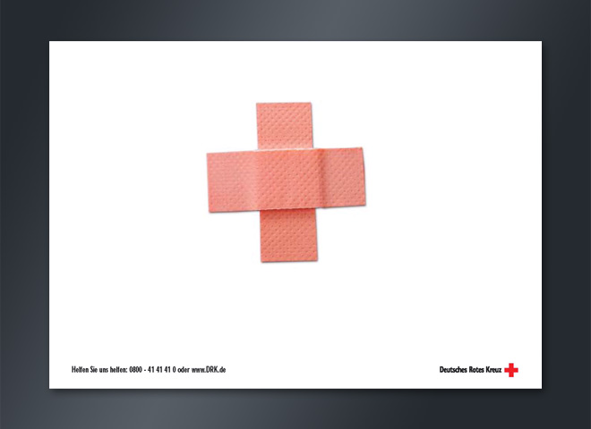 Anzeigenkampagne Deutsches Rotes Kreuz Pflaster Helfen Telefonnummer Leben retten Gestaltung www.mattheis-berlin.de Mattheis Werbeagentur Berlin