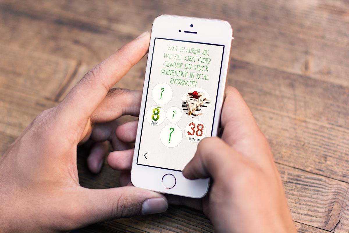 KernGesund Food Revolution Vergleich ein Stück Sahnetorte mit Obst und Gemüse