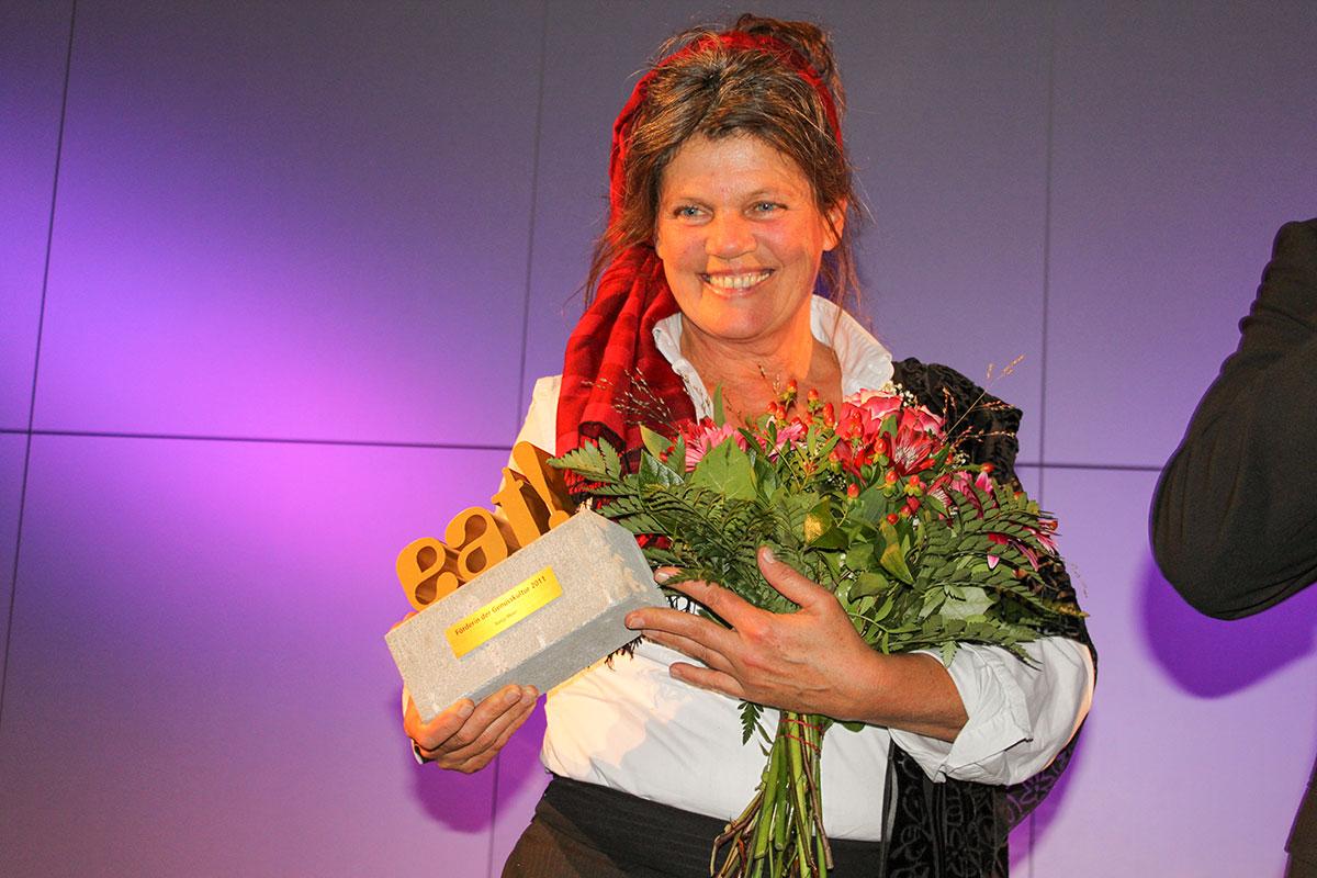 "Sonja Moor erhält den Preis als ""Förderin der Genusskultur"" © Siegbert Mattheis"
